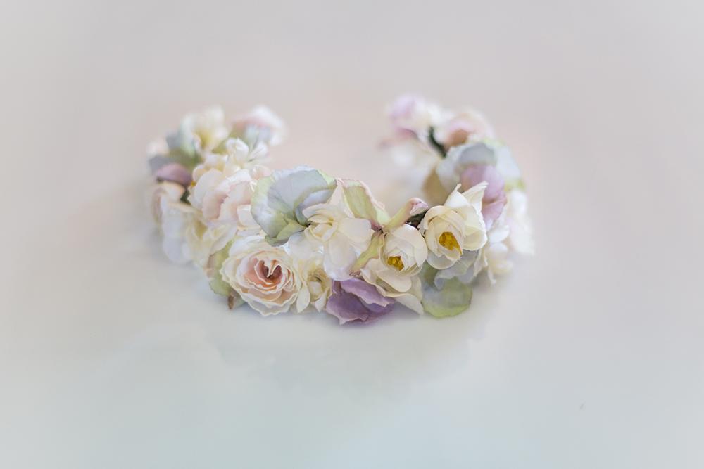 זר פרחים לשיער מעוצב בפרחי משי